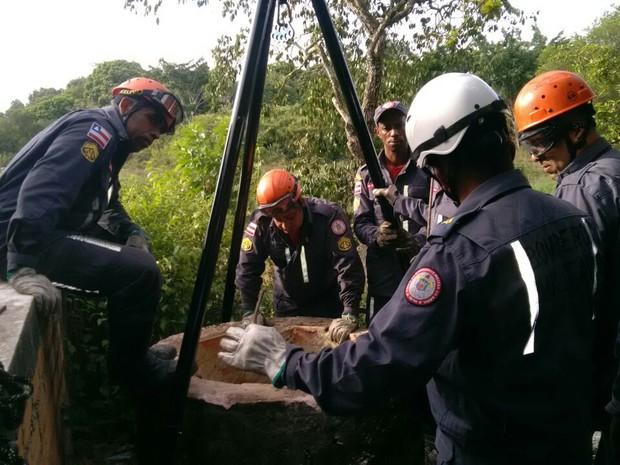 Corpo foi localizado em cisterna de 30 metros de profundidade (Foto: Divulgação/ Bombeiros)