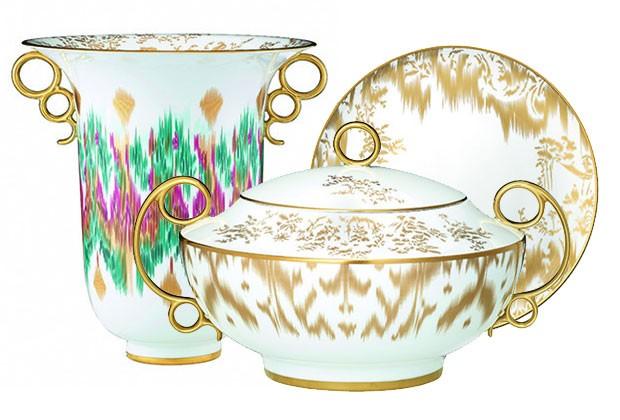 7617a26a8ca Zoom nos acessórios  Hermès e Chanel lançam porcelanas e joias ...