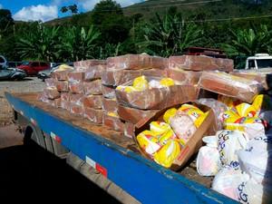 Carga de frango congelado foi saqueada após acidente na BR-381 (Foto: PRF/Divulgação)