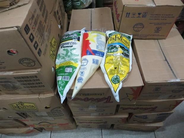 850 kg de requeijão estavam em depósito sem refrigeração (Foto: Polícia Civil de Lençóis Paulista)