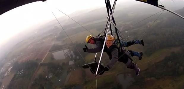 Dona Norma realizou desejo de voar de asa-delta (Foto: Reprodução/RBS TV)