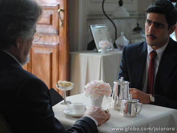 Nuno fala Ernest sobre os desfalques na fundição Hauser (Foto: Joia Rara/TV Globo)
