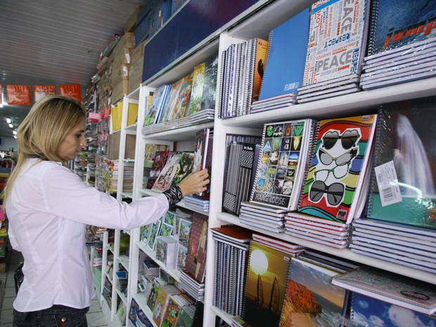 Movimento de consumidores em busca de material escolar faz Procon reforçar o alerta (Foto: Biné Morais / O Estado)