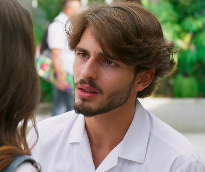 Roger tenta disfarçar a cara de decepção (Foto: TV Globo)