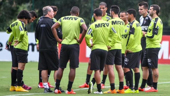 Técnico Levir Culpi conversou com os jogadores antes do treino na Cidade do Galo (Foto: Bruno Cantini/Flickr do Atlético-MG)