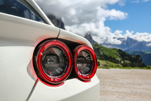 Lanternas traseiras mais agressivas da GTC4Lusso são homenagem ao passado da Ferrari (Foto: Divulgação)