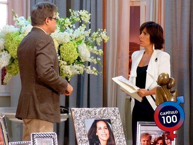Felipe fala para Roberta sobre roubo no balanço da Positano (Foto: Guerra dos Sexos / TV Globo)