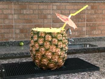 360008746 Pinacolada leva leite de coco, suco de abacaxi e leite condensado (Foto:  Reprodução