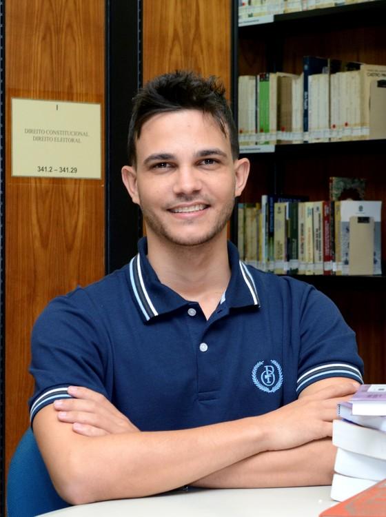 Wemerson Nogueira, um dos dez finalistas do Global Teacher Prize, começou a criar projetos para engajar alunos a aprender de forma lúdica (Foto: Wemerson Nogueira - Arquivo Pessoal)