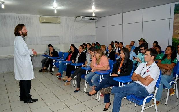 Funcionários da Rede Amazônica em Rondônia participam de palestra sobre medicina preventiva (Foto: Angelina Ayres Medeiros/Rede Amazônica)