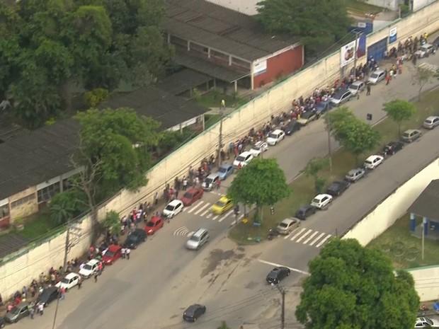 Pessoas chegaram no início da manhã para se inscreverem (Foto: Reprodução/ TV Globo)