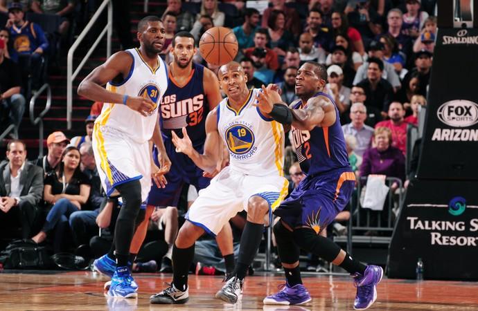 Leandrinho e Eric Bladsoe Warriors s Suns NBA (Foto: Getty)