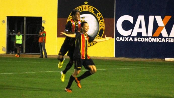Vavá - atacante do Globo FC - comemoração (Foto: Canindé Pereira/Divulgação)