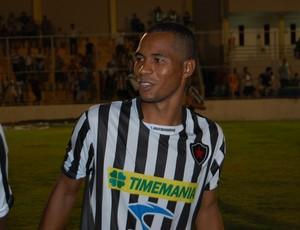 Fábio Neves, meia-atacante Botafogo-PB (Foto: Lucas Barros / Globoesporte.com/pb)