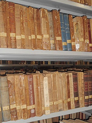 Parte do acervo de obras raras da UFMT (Foto: Tita Mara Teixeira/G1)