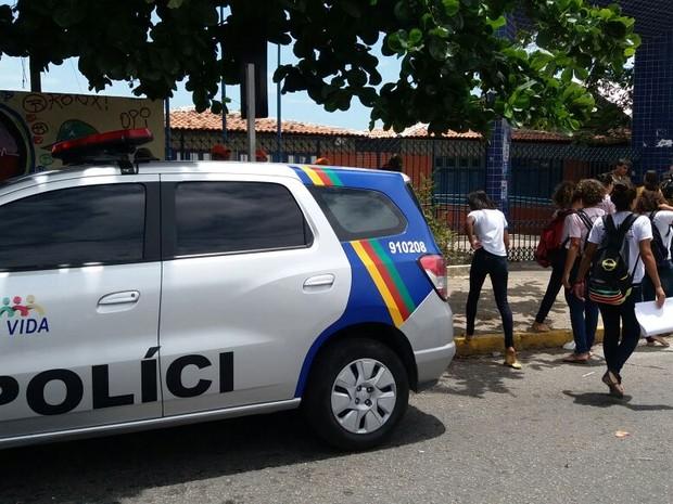 Resultado de imagem para policiamento nas escolas de pernambuco