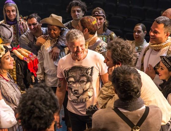 Miguel Falabella e o elenco do musical em um dos ensaios de O Homem de La Mancha (Foto: Divulgação)