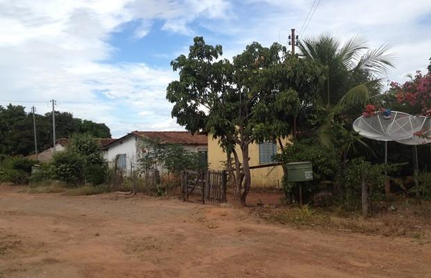 Povoado de Araras costuma ter ruas vazias durante o dia, com casas fechadas (Foto: Fernanda Borges/G1)