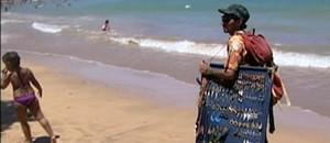 Fazendo artesanato, venezuelano rodas 25 países  (Reprodução/TV Gazeta)