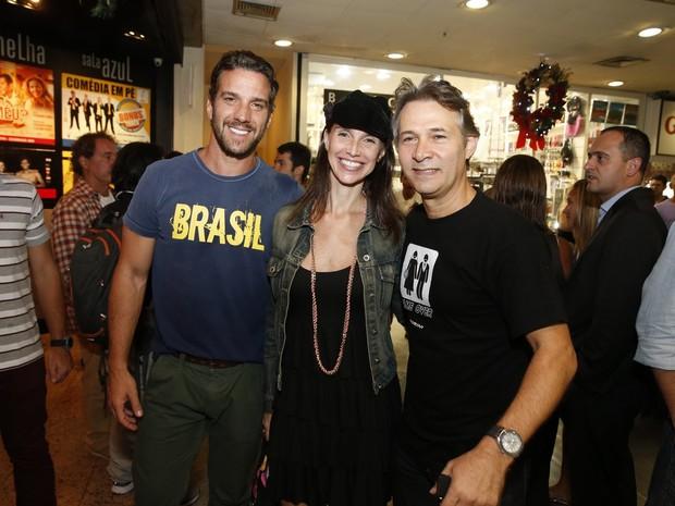 Carlos Bonow mulher, Keila Kerber, e Nelson Freitas em estreia de peça no Rio (Foto: Felipe Panfili/ Ag. News)