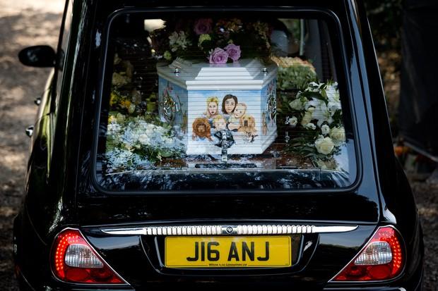 Caixão de Peaches Geldof (Foto: LEON NEAL / AFP)