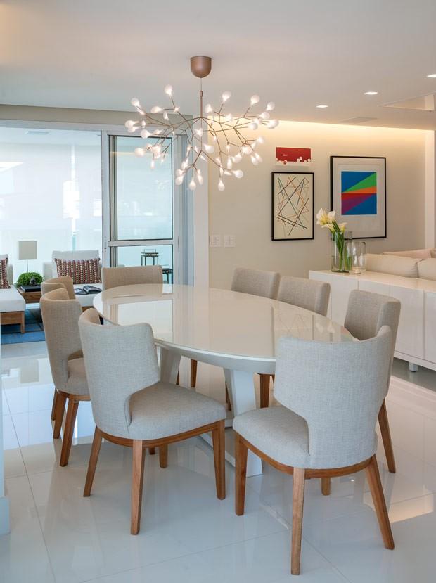 Sala De Jantar Westing ~ Por ter lâmpadas de LED, a peça ilumina o ambiente sem emissão de