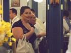 Renato Aragão janta com a mulher em shopping no Rio