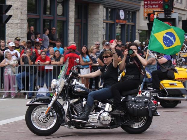 Desfile faz parte da comemoração pelos 110 anos da Harley-Davidson nos EUA (Foto: Rafael Miotto/G1)