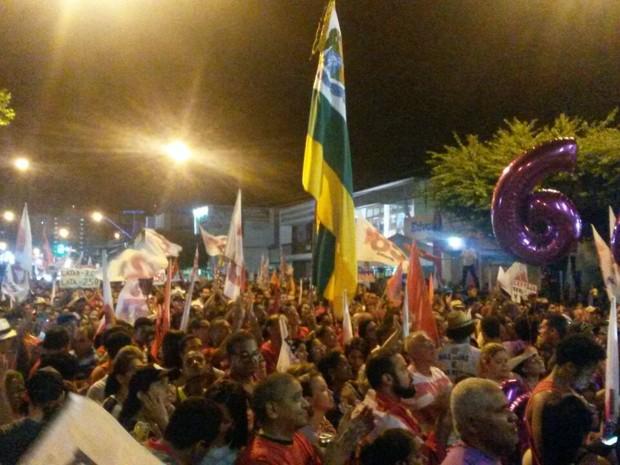ARACAJU (SE): Festa da vitória ocupou os dois sentidos da Av. Barão de Maruim (Foto: Tássio Andrade/G1)
