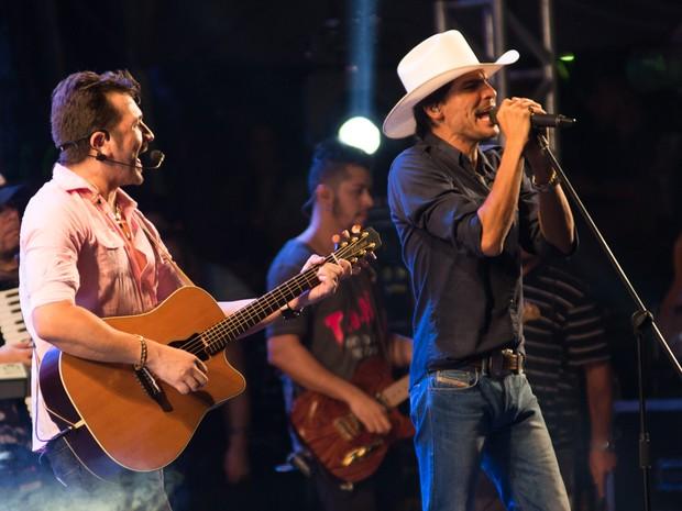Jads & Jadson foram a terceira atração a se apresentar no 5º Ribeirão Country Fest (Foto: Érico Andrade/G1)