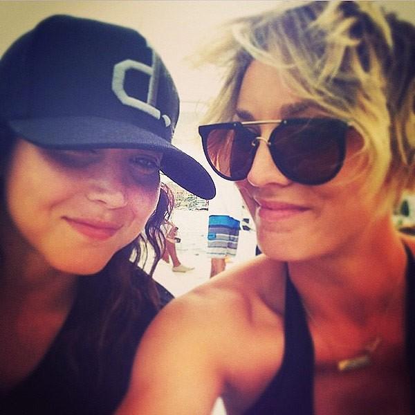 Briana e Kaley Cuoco (Foto: Instagram)