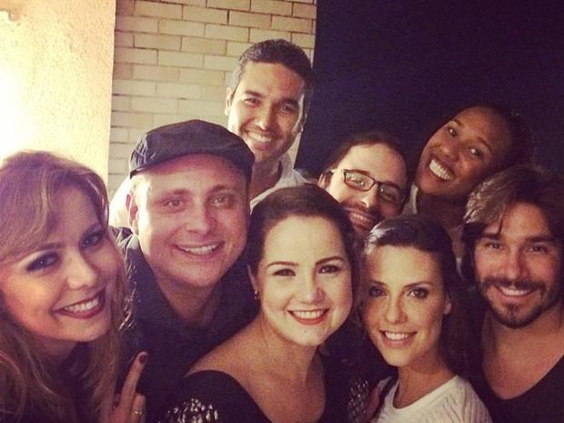 Léo Fuchs com amigos como Simone Soares, Tatyane Goulart e Camila Rodrigues em festa no Rio (Foto: Instagram/ Reprodução)