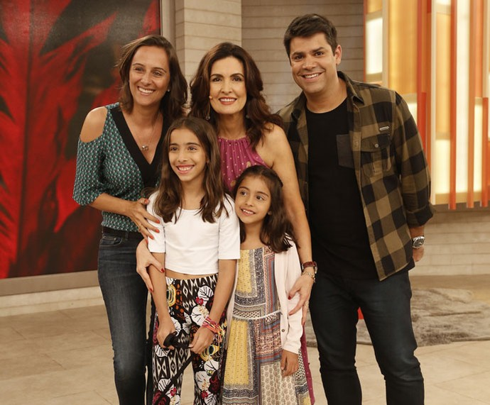 Fátima com a família do parceiro Lair Rennó (Foto: Raphael Dias/Gshow)