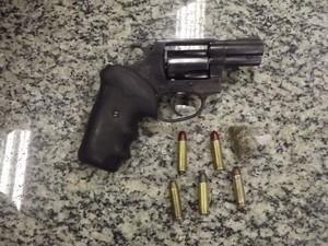 Polícia apreende arma usada no crime em Penedo, RJ. (Foto: 37º Batalhão de Polícia Militar)