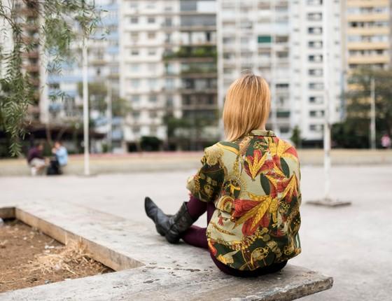 Carol sonha em se mudar para o Rio de Janeiro, mas não quer ficar longe de seu filho e não tem condições para pagar uma pensão ao pai da criança (Foto: Divulgação)