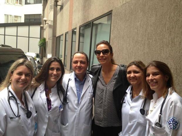 Ivete Sangalo visita o cantor Netinho (Foto: Facebook / Reprodução)