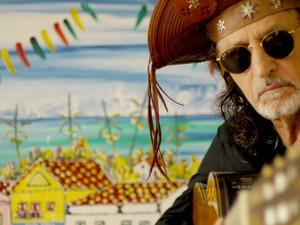 O músico Alceu Valença, que apresenta show acústico neste sábado (23), no Centro de Convenções Ulysses Guimarães, em Brasília (Foto: Yanê Montenegro/Divulgação)