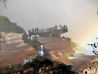 passarela cataratas (Foto: Adilson Borges / Parque Nacional do Iguaçu)