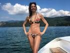 Luciana Gimenez exibe tanquinho em foto de biquíni e divide seguidores