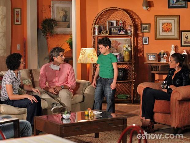 Cadu se emociona ao conhecer a família do doador (Foto: Carol Caminha/TV Globo)