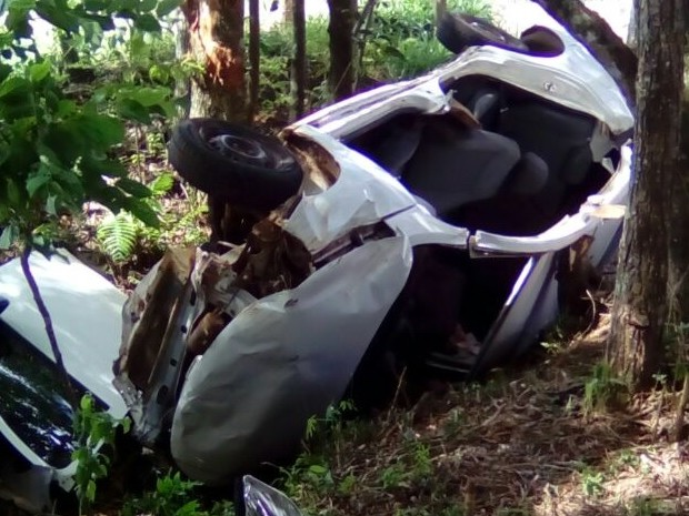 Padre estava sozinho no veículo (Foto: Corpo de Bombeiros de Seara/Divulgação)