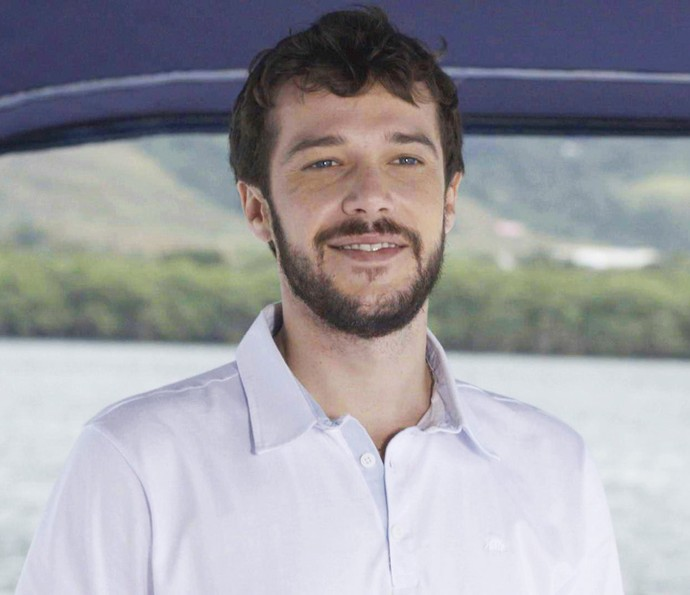 Giovanni aparece de surpresa em iate da família Abdala (Foto: TV Globo)
