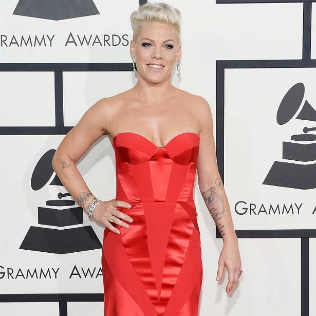 Pink está com 35 anos e malha 90 minutos por dia, de cinco a seis vezes por semana. A cantora também faz ioga e aeróbica antes dos shows. (Foto: Getty Images)
