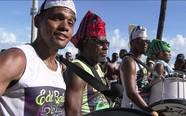 Sem tradicionais trios (Ruas de Salvador (Ruas de Salvador (Bloco Furdunço reúne todos os ritmos e arrasta foliões pelas ruas de Salvador (editar título))))
