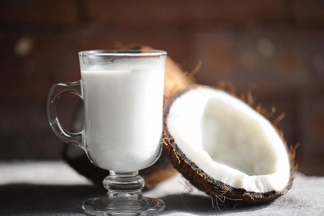 Como fazer leite de coco (Foto: Bruna Romaro, do site Primeiras Colheradas)