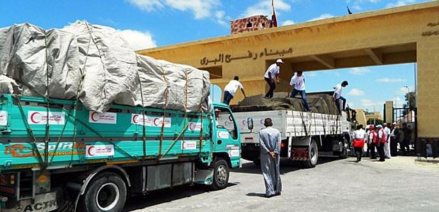 Ajuda médica é levada para Gaza pela passagem de Rafah, no Sinai, no dia 25 de julho (Foto: AFP)