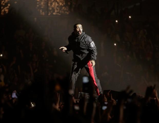 Drake veste Prada na turnê The Boy Meets World Tour (Foto: reprodução)