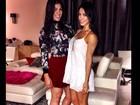 Bella Falconi mostra os pernões com vestido soltinho