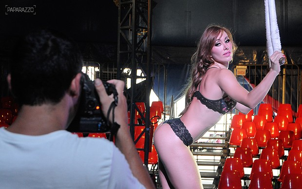 Making of Aline posa para o Paparazzo (Foto: Claudia Dantas / Paparazzo)