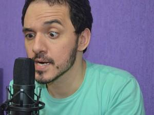 Brício Loureiro, de Araraquara, mantém site de humor e faz vídeos musicais (Foto: Felipe Turioni/G1)